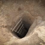 L'entrata superiore ad uno dei tunnel scavati nella roccia